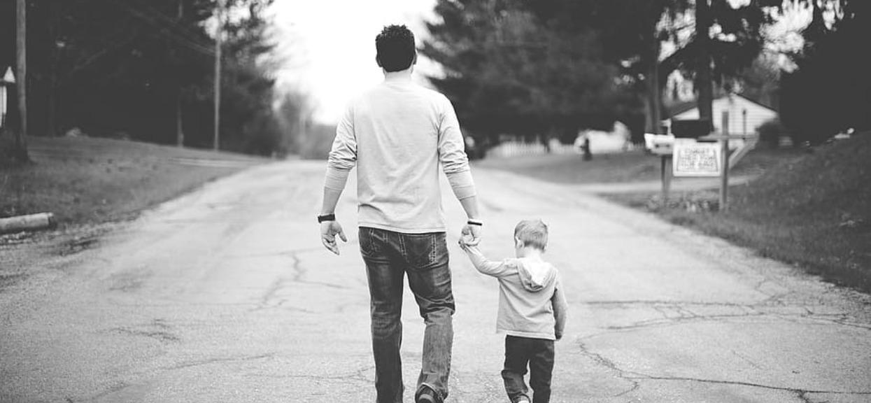 Ojciec porwał i więził syna. Uratował go przypadek, jednak najbardziej zdumiewająca rzecz stała się później
