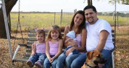 Pozornie zupełnie normalne zdjęcie rodziny skrywa ogromna tajemnicę. Każdy, kto się przyjrzy, ma ciarki na plecach