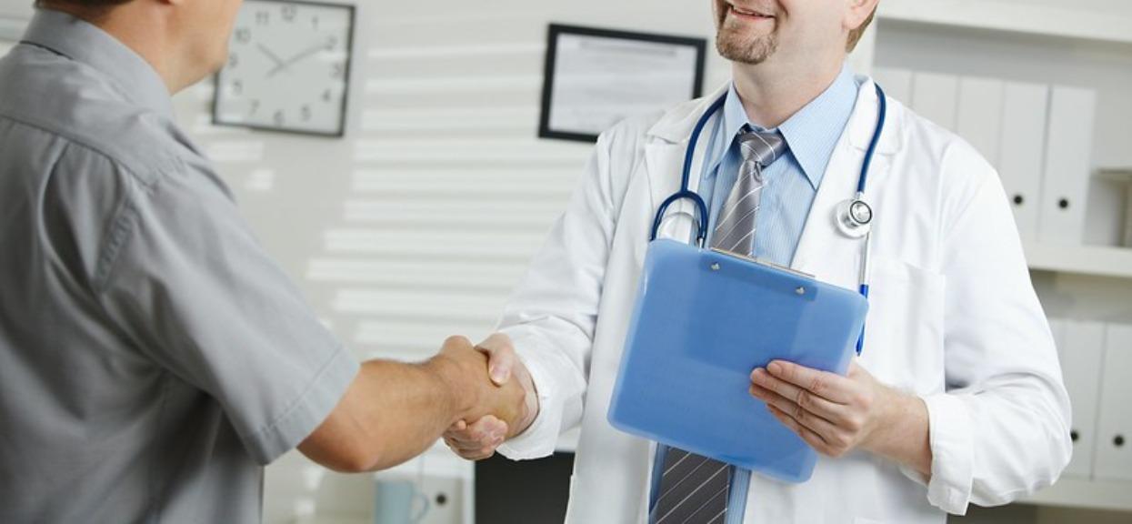 Każdy pacjent musi być czujny, lekarz może dać zafałszowane wyniki badań. Trzeba zwrócić uwagę na jeden szczegół
