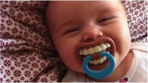 Smoczek małego dziecka