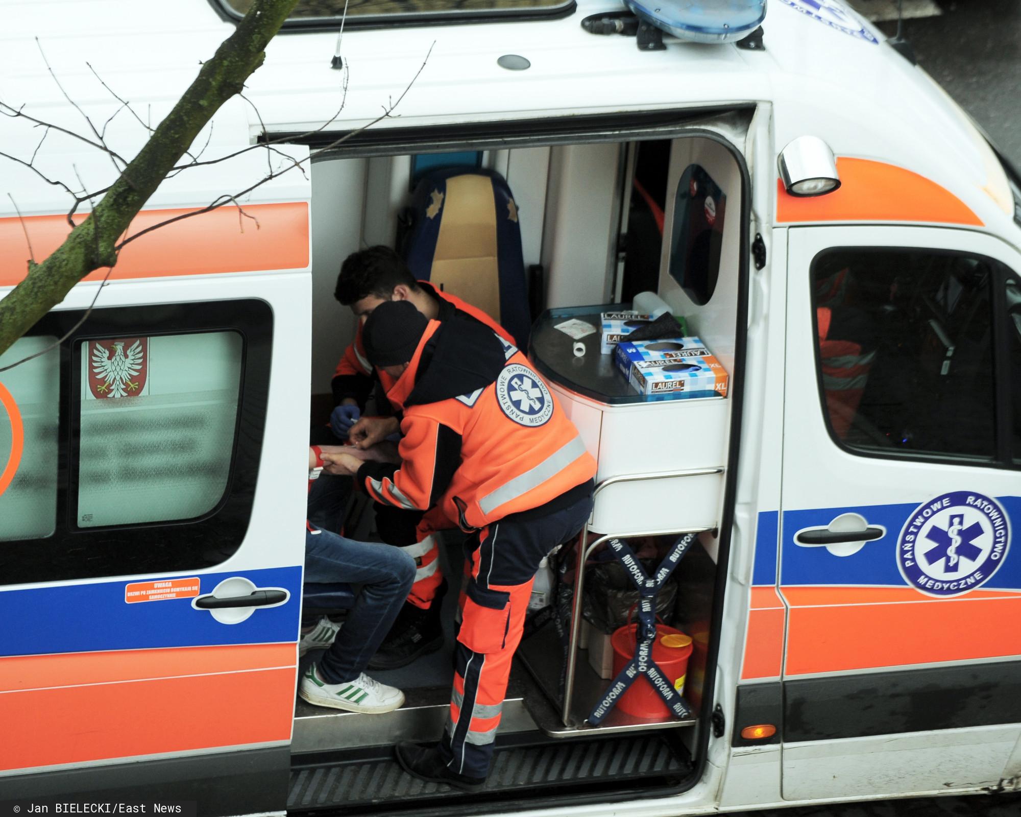 Widzisz policjanta albo ratownika medycznego w kolejce - natychmiast przepuść. To ważne, do sieci trafił dramatyczny apel