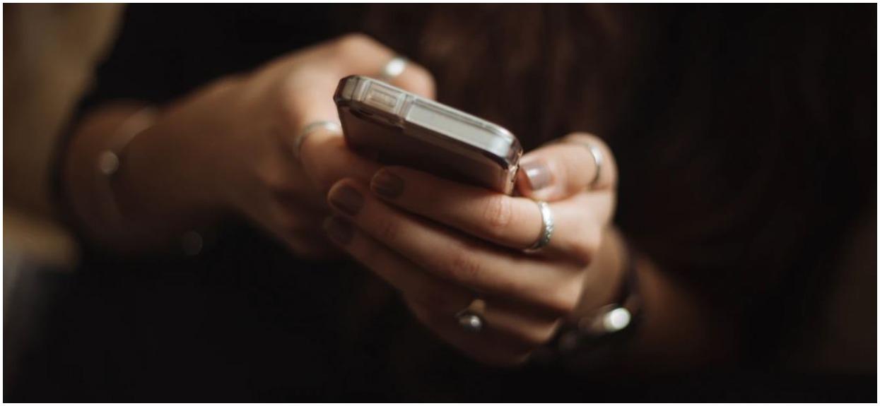 Polacy masowo dostają SMS-y od Rządowego Centrum Bezpieczeństwa. Wprowadzono nowe obostrzenia