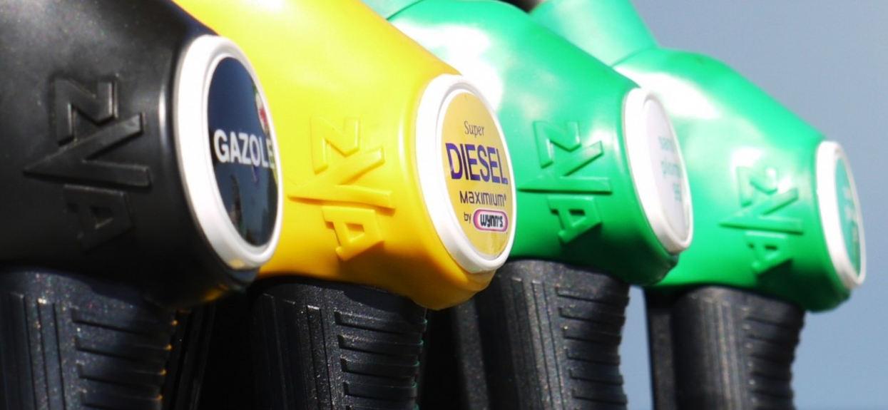 Ceny paliw są najmniejsze od lat. A to jeszcze nie koniec, nie wszyscy są jednak zadowoleni
