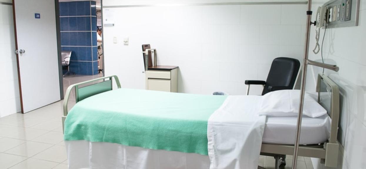 Zmarły trzy osoby, których objawy sugerowały COVID-19. Szpital zamknął najważniejszy oddział