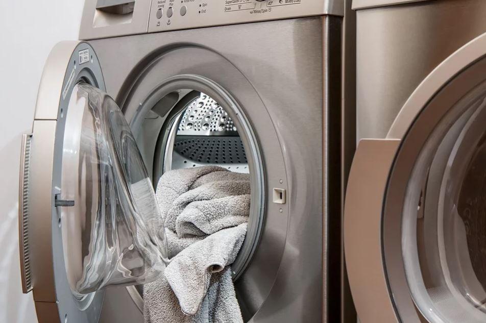 Kobieta kazała naprawić mężowi zepsuta pralkę. Nie mieści się w głowie, co znalazł w środku