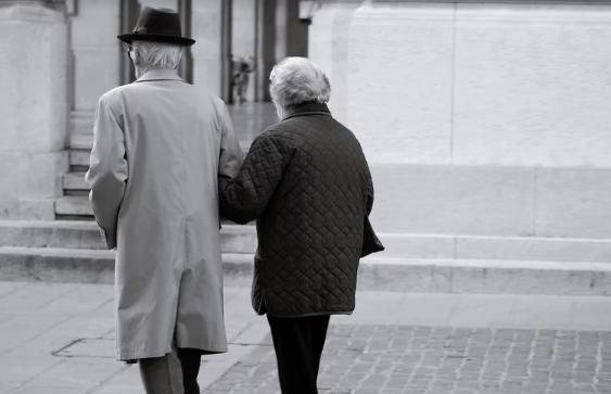 Koniecznie zadbajcie o swoich dziadków. Jeśli nie możecie im pomóc osobiście, chociaż do nich zadzwońcie
