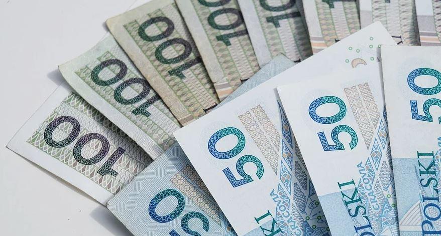 Dzisiaj kluczowy dzień dla emerytów. Seniorzy w całej Polsce będą bacznie obserwować swoje konta w banku