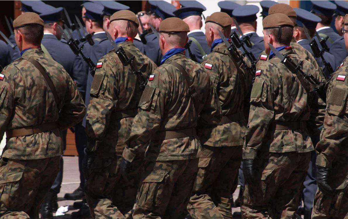 Wojsko na ulicach Warszawy, mieszkańcy zaniepokojeni. Wiadomo o co chodzi