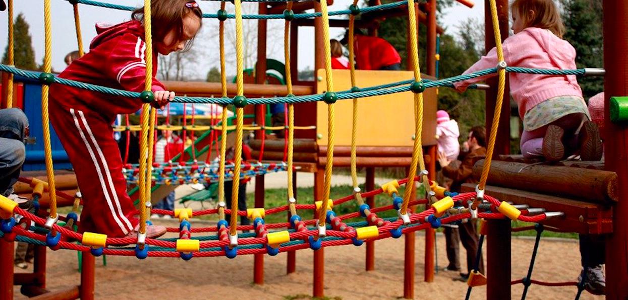 Wróciła do Polski zza granicy z dziećmi i poszła z nimi na plac zabaw. Tłumaczenie kobiety nie mieści się w głowie