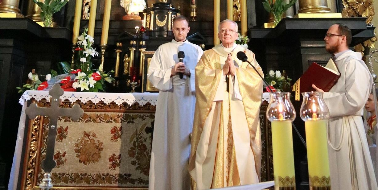 Kościół podjął decyzję o uczestnictwie w mszach świętych. Dyspensę dostali tylko nieliczni