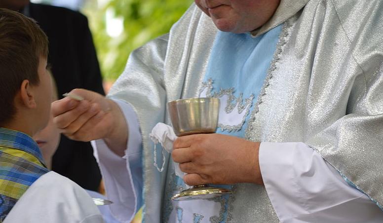Policja wparowała na mszę w Białymstoku. Wszystko w związku z zakazami epidemicznymi