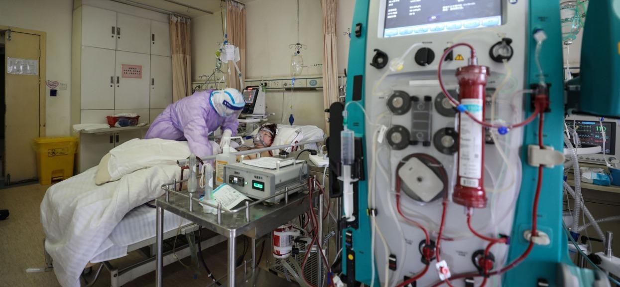 Najnowszy raport ministerstwa zdrowia. 833 hospitalizowanych, ponad 35 tys. objętych nadzorem