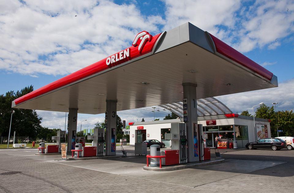 Orlen wstrzymuje dostawy płynu do dezynfekcji. Supermarkety złamały warunki umowy