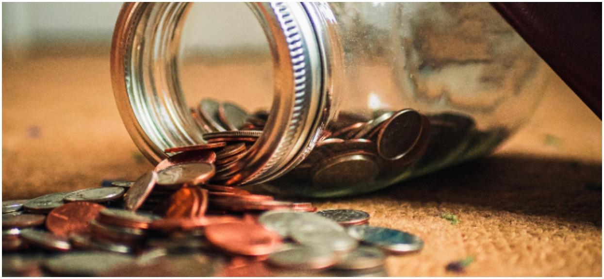 Chcesz wypłacić pieniądze z bankomatu? Duży błąd, jest bezpieczniejszy sposób