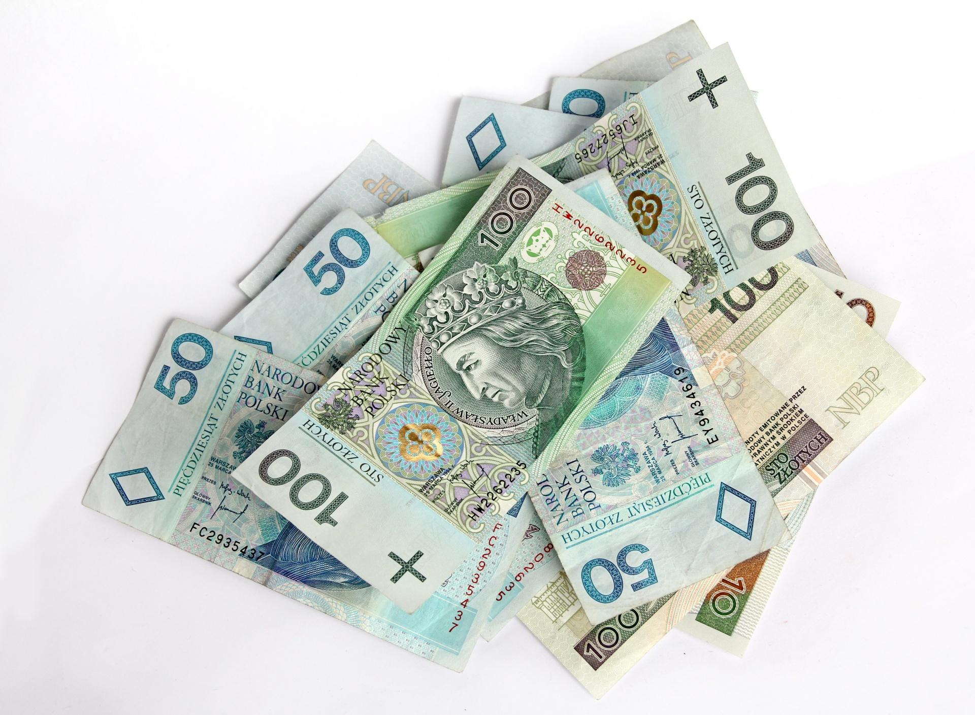 Część Polaków dostanie 300 zł dziennie dodatku. Muszą jednak spełnić jeden warunek