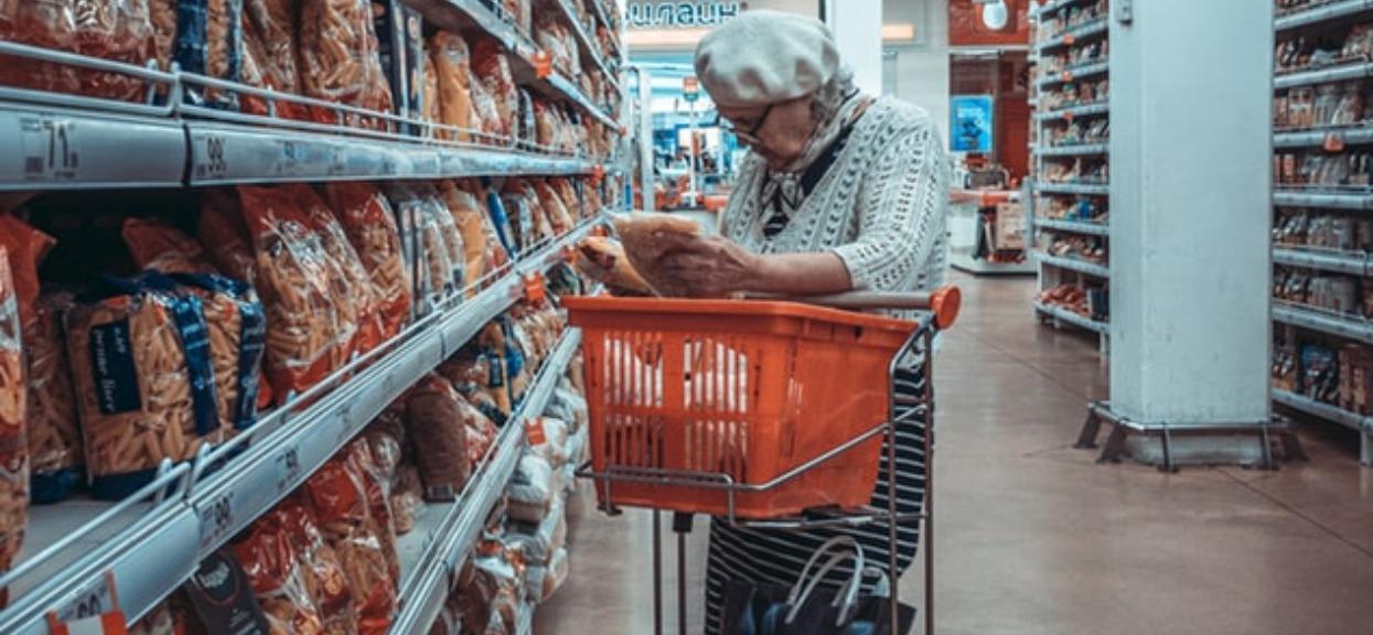 Czy sklepy powinny wprowadzić specjalne godziny tylko dla seniorów podczas epidemii?