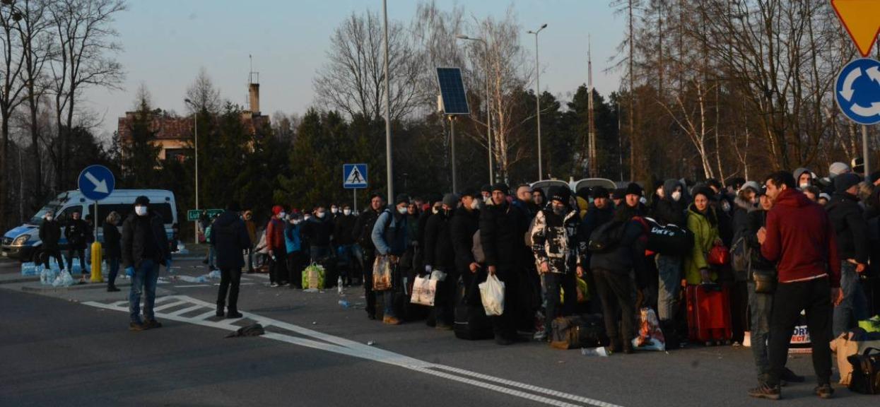 Tłumy na polskiej granicy. Złamanie wszelkich zasad ostrożności