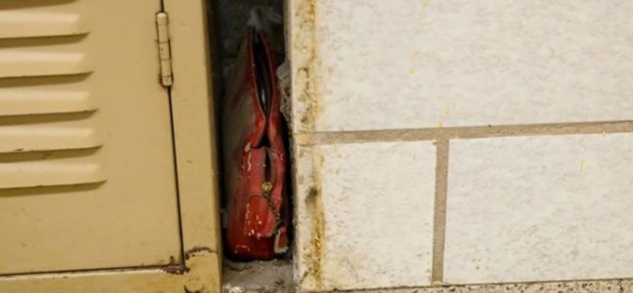 Mężczyzna znalazła w szkole ukryty przedmiot