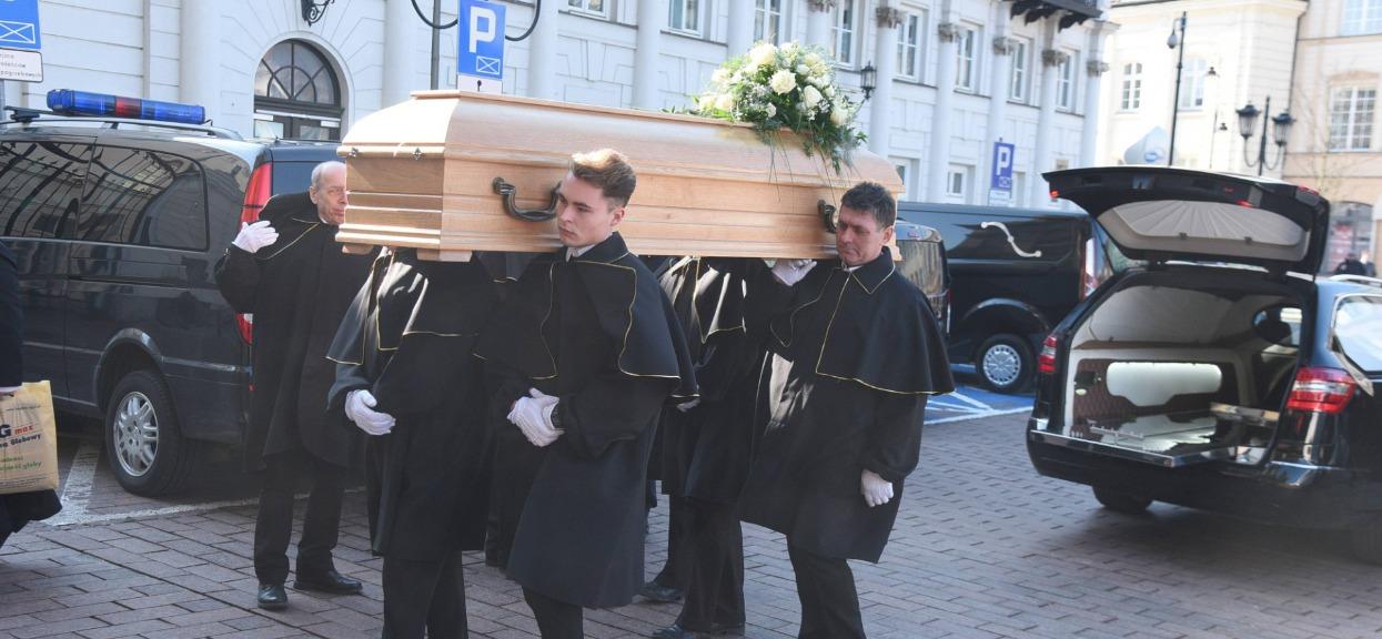 Mieszkańcy są przybici. Co pół godziny w ich mieście odbywa się pogrzeb ofiary koronawirusa
