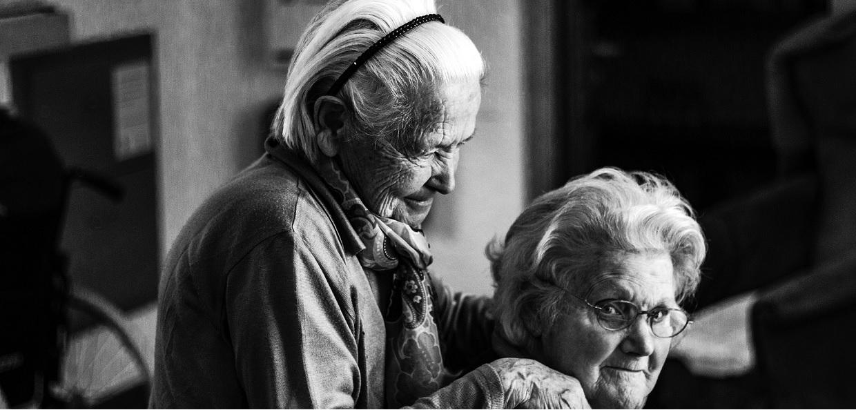 Dbajcie o swoich dziadków i babcie - jeśli potrzebują czegoś ze sklepu bądź apteki, idźcie za nich