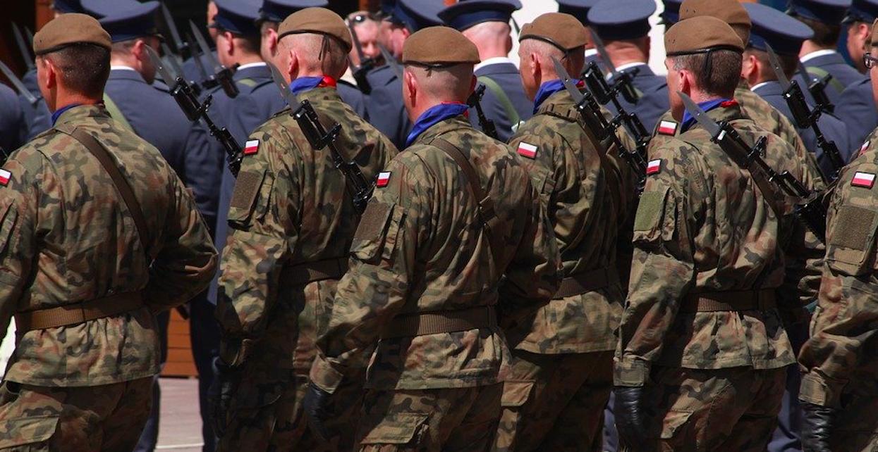 Wojsko pojawi się na ulicach? Rząd znacznie zaostrzy warunki kwarantanny, Polacy są sami sobie winni