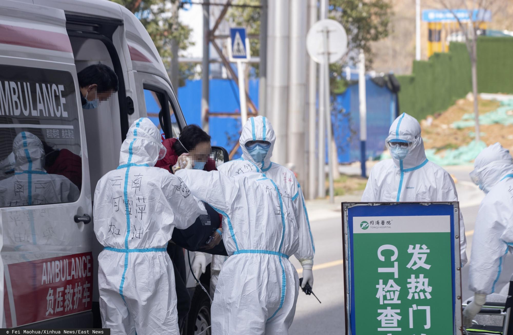 Lekarze z Wuhan nie mogą powstrzymać emocji, przełomowa decyzja. Niesamowite sceny rozegrały się na oczach wszystkich