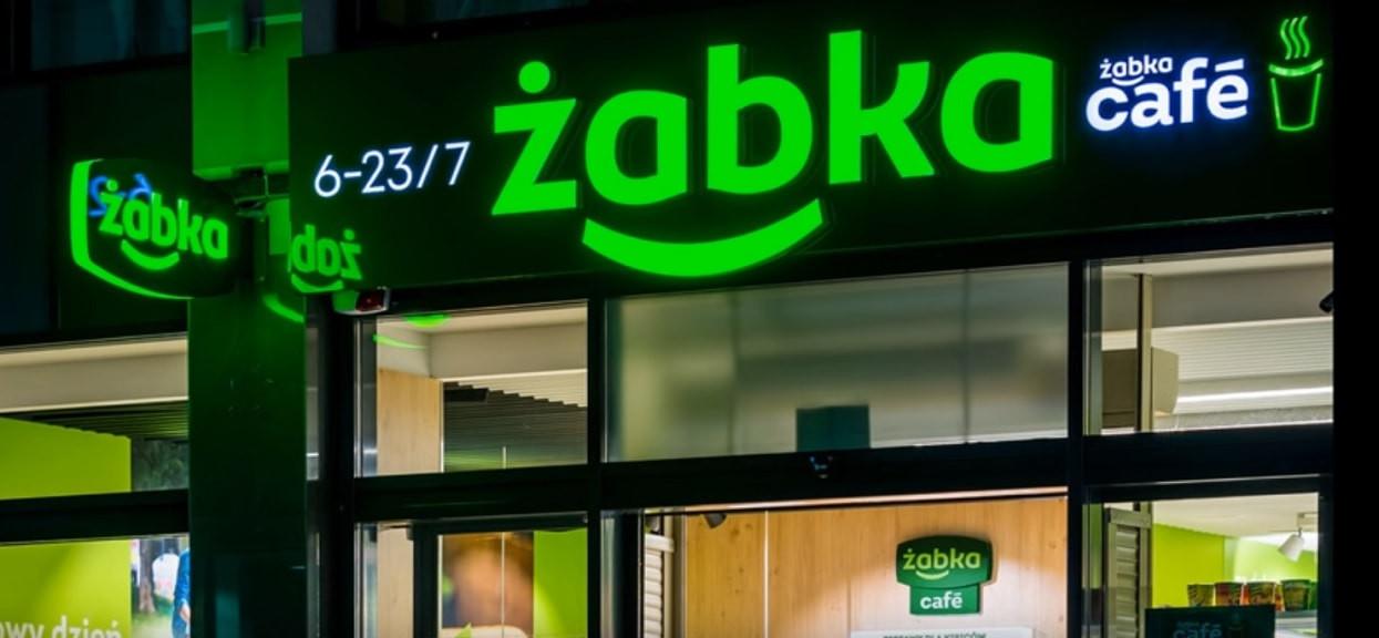 Komunikat dla wszystkich klientów Żabki. Sieć sklepów podejmuje ważne kroki