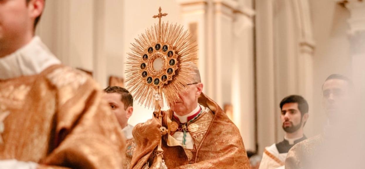 Księża nie będą musieli płacić ZUS-u, zgodnie z tarczą antykryzysową. Co myślicie o preferencyjnych warunkach dla duchownych?