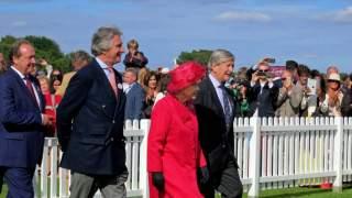 Codziennie widywał się z królową Elżbietą. Właśnie zdiagnozowano u niego koronawirusa, panika w pałacu
