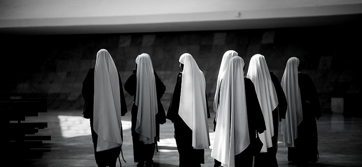 Niewyobrażalna tragedia w klasztorze. Zmarło 6 zakonnic, okoliczności wyciskają łzy z oczu