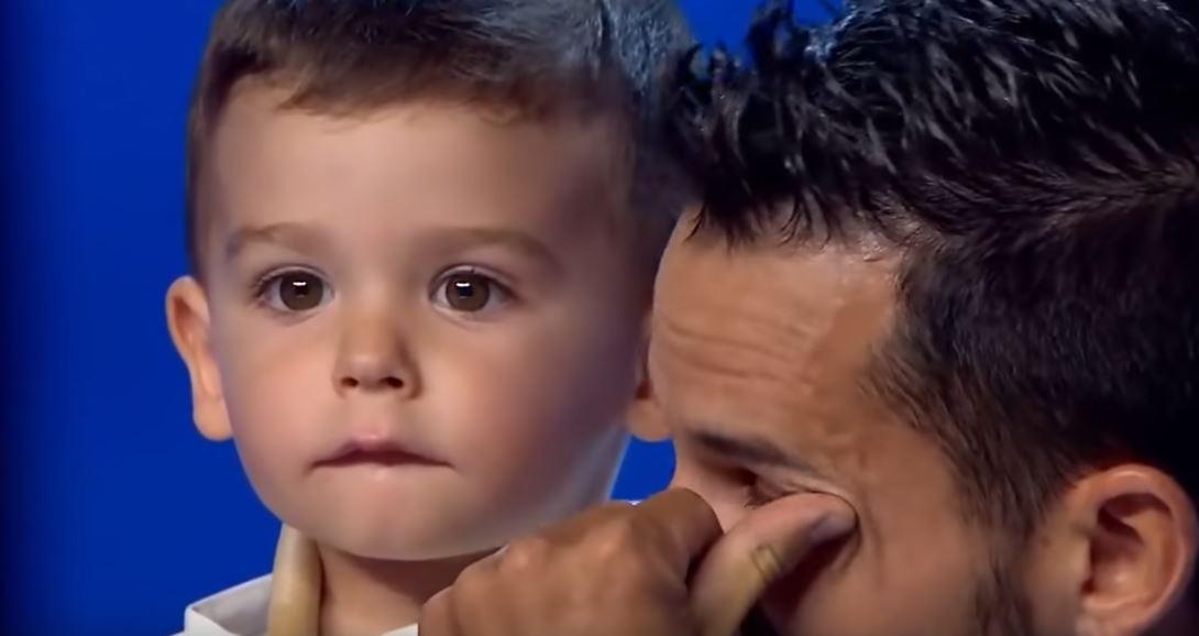 """Tata wniósł 2-latka na scenę """"Mam talent"""". Nikt nie przewidział, co zaraz zrobi, jurorzy złapali się za głowy"""