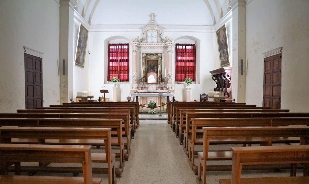 Księża odprawią 46 mszy jednego dnia, każda dla 5 osób. Trzeba się rejestrować online