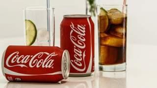 Dlaczego puszki Coca Coli są czerwone? Kolor nie jest bez znaczenia, prawdziwa przyczyna zaskakuje
