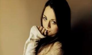 14-latka zadzwoniła do koleżanki i wyjawiła jej przerażający sekret. Wkrótce znaleźli ją martwą, jej historią żyje cała Polska