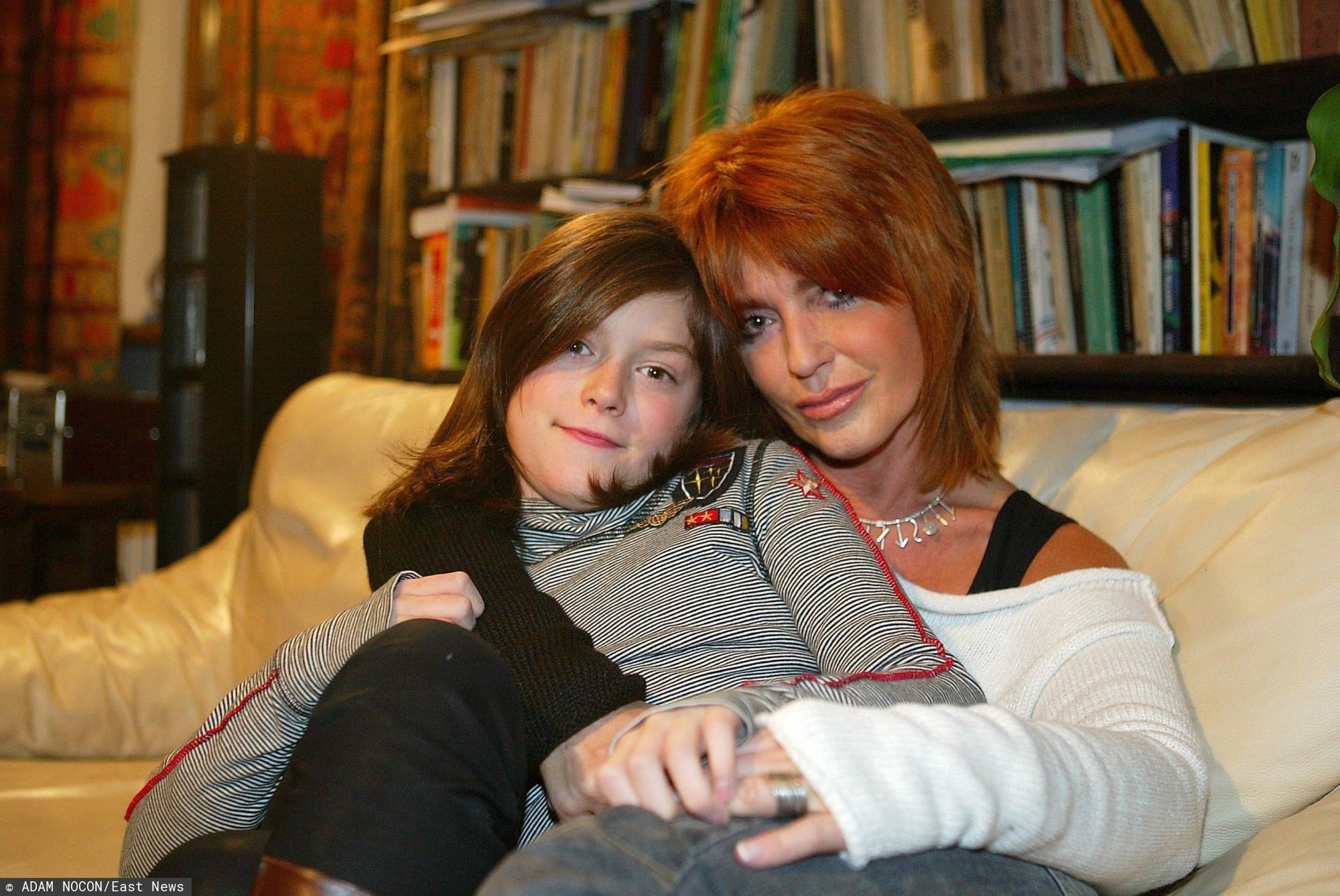 Miała 12 lat, gdy jej mama nagle zmarła. Wyrosła na prawdziwą piękność, trudno oderwać wzrok