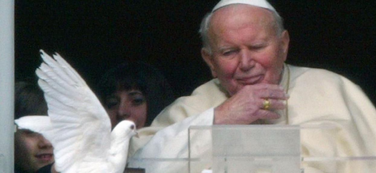 Jan Paweł II na zawsze pozostanie w pamięci wielu osób