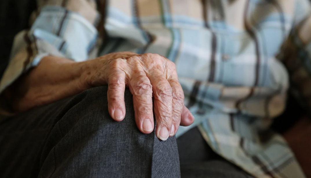 Skandal, polscy emeryci ujawniają dramatyczne kulisy. Skarbówka zajmuje ich konta, zostają bez środków do życia