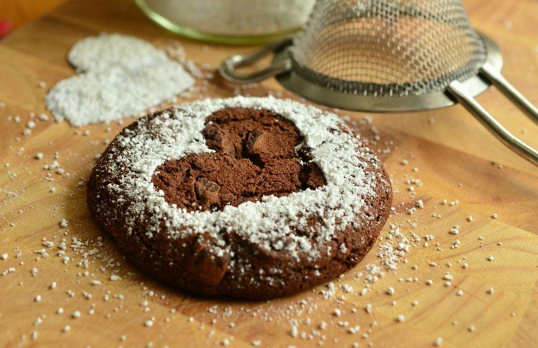 Fenomenalny przepis na ciastka czekoladowe za mniej niż 10 złotych. 0 jajek i mąki, będą gotowe w kilka minut
