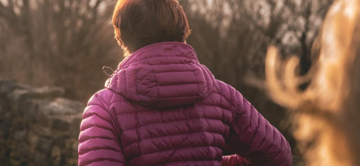 Mama poszła na spacer z maleńką córeczką. Stała się pośmiewiskiem całej okolicy, nie mieści się w głowie, co zrobiła