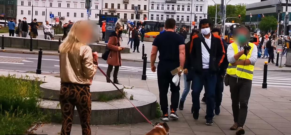 Policjant zatrzymał kobietę i spytał, gdzie ma maseczkę. Odpowiedź zwala z nóg