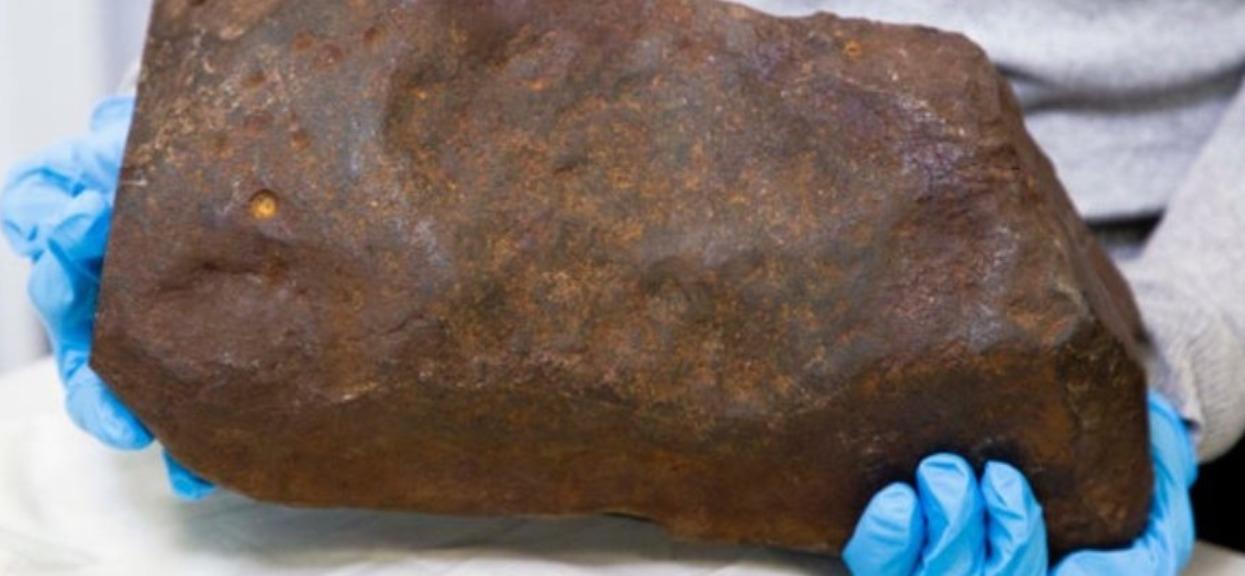 Mężczyzna kamień meteoryt