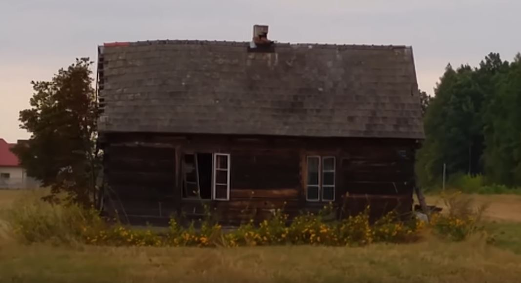 Natrafili na opuszczoną chatę pośrodku pustkowia, weszli do środka i przeszły ich ciarki. Widok, którego nie zapomną do końca życia