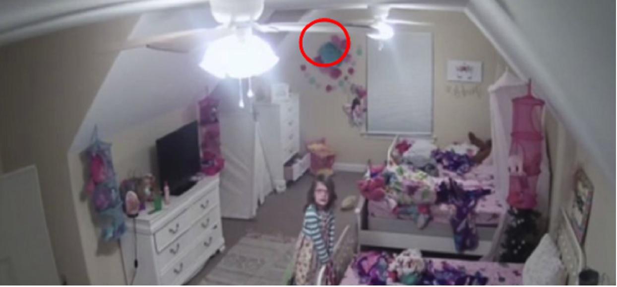 nagranie z ukrytej kamery mama zainstalowała