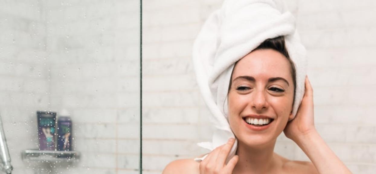Domowej roboty szampon sprawia, że włosy są o wiele zdrowsze? Efekty są zdumiewające