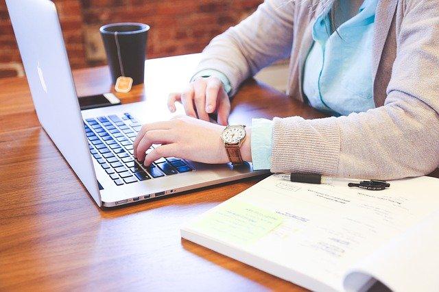 Nauczyciele powinni dostać ulgi na internet? ZNP kieruje apel do wicepremier