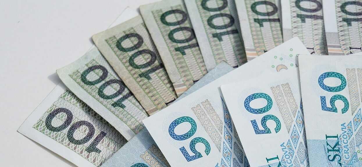 Rząd wprowadza zmiany, które uderzają w emerytów. Wielu straci tysiące złotych