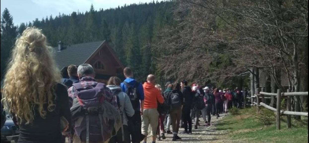 Polacy tłumnie ruszyli w góry. Porażające zdjęcia obiegły cały kraj