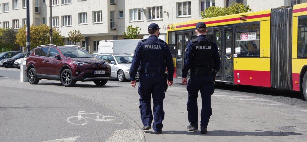 Do 3 maja warszawska policja nałożyła 1100 kar na obywateli. 99% z nich sanepid uznał za bezsensowne