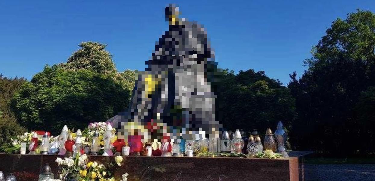 Niewiarygodne, co zrobili z pomnikiem Jana Pawła II. Zdjęcia mówią same za siebie