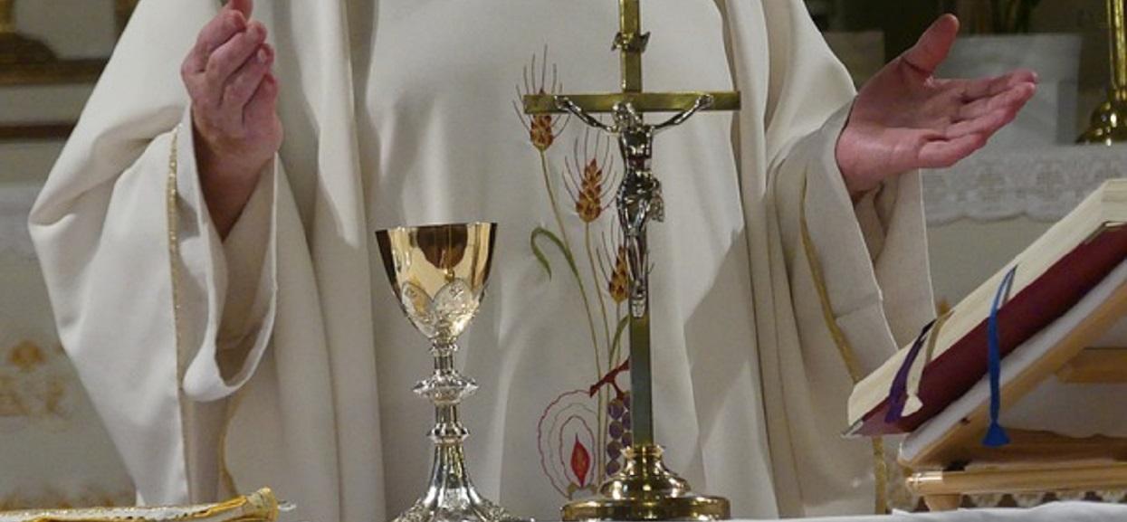 Księża z polskiej parafii zarażeni koronawirusem? Sanepid ostrzega, jeśli przyjmowałeś od nich komunię, lepiej się przebadaj